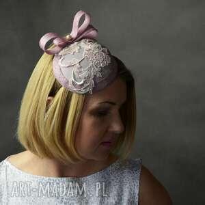 fascynator ozdoby do włosów fioletowe koronkowa dama