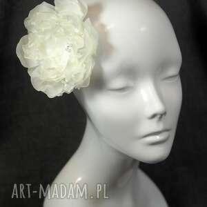 ciekawe ozdoby do włosów kwiat ślubny