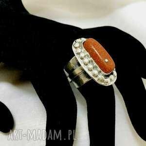 srebrny pierścionek z kamieniem piasek pustyni rozmiar regulowany ozdobną