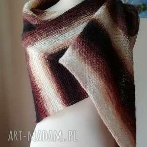 Prezent Sagitta w brązach i kremie, rękodzieło, strzałka, chusta, prezent, druty