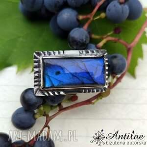 intrygujący pierścionek z niebieskim labradorytem, r 19,5, niebieski