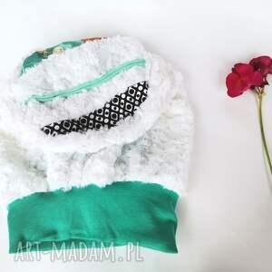 czapki czapka biała smerfetka futerkowa na podszewce obwód 58-59cm,polecam box
