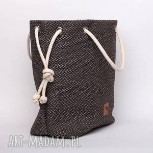 brązowa torba worek z grubej plecionki, rączki ze sznurka, plecionka, brązowa