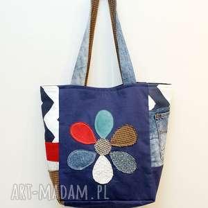 ręczne wykonanie torebki z kwiatem