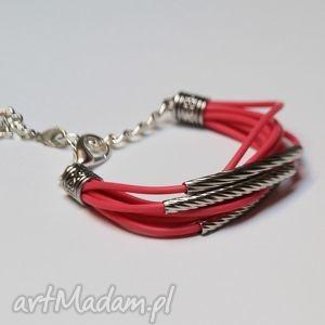 różowa bransoletka z linek silikonowych, modern, design, silikon, kauczuk, prezent