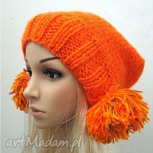 pomarańczowa czapka z pomponami, czapka, pompon, pompony, zima, oryginalna, wesoła