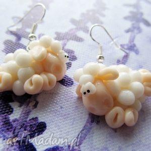 handmade kolczyki białe skaczące owieczki - kolczyki