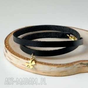 podwójna skórzana bransoletka ze złotą koniczynką na szczęście - idealna