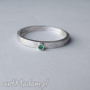okrąg pierścionek, srebro, zmatowione, cyrkonia