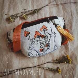 nerka mini ślimak z grzybkami, las haft, grzybki, magiczna, torebka