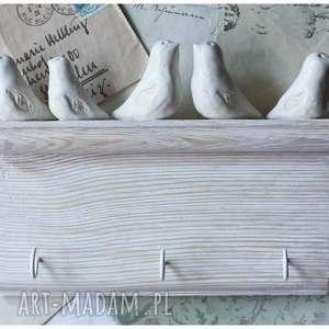 Biała półeczka wieszak z ptakami, ceramika, ptak