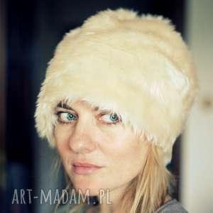 hand-made czapki damska futrzana czapka ecru