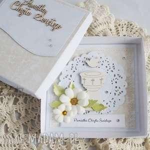 handmade scrapbooking kartki na chrzest - z chrzcielnicą
