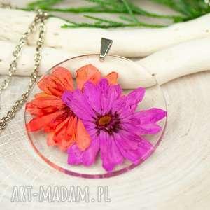 naszyjnik z suszonymi kwiatami, medalion kwiatem, kwiaty w żywicy z331