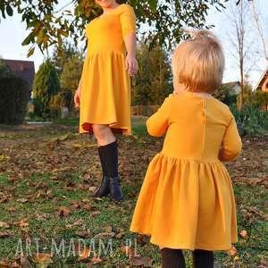 komplet sukienek dla mamy i córki w kolorze musztardowym, musztarda