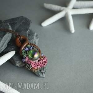 hand-made wisiorki wisior inspirowany naturą ze szklaną kulą