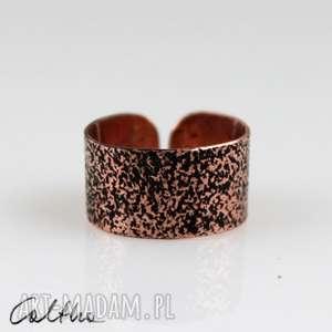 piasek - miedziany pierścionek, obrączka, szeroka, metalowy,