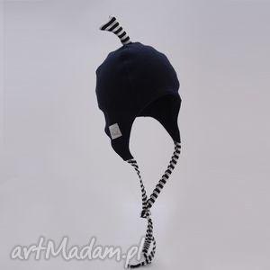 ręcznie wykonane ubranka czapka pilotka wiązana - granatowa w paski