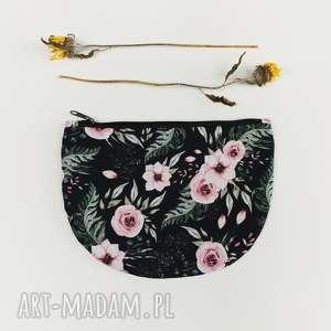 kosmetyczka półksiężyc kwiaty - ,ksoemtyczka,saszetka,kwiaty,łąka,romantyczna,vintage,