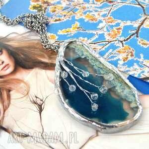 Wisiorek z łańcuszkiem: pisanka niebieskim agatem wisiorki