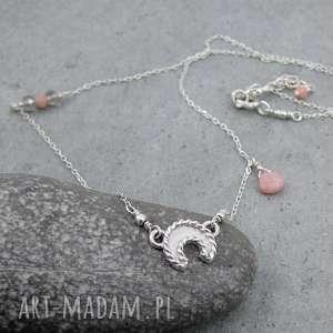 senne marzenie z różowym opalem, księżyc, lunula, delikatny, pastelowy, kobiecy