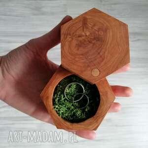 drewniane pudełko na obrączki - heksagon, rustykalne
