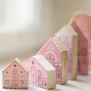 Komplet 6 szt - różowe drewniane domki ręcznie malowane pokoik