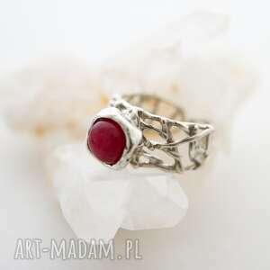 pierścionek ażurowy z różowym kamieniem, ażurowy