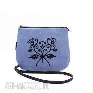 nebieska mała torebka z czarnym haftem, małatorebka, niebieskatorebka