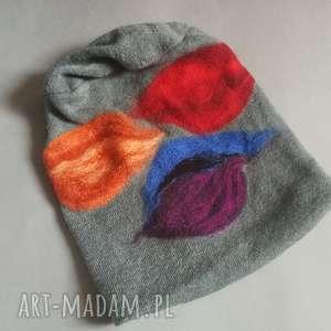 handmade czapki czapka wełniana filcowana niebieska zimowa w kwiaty na podszewce-box