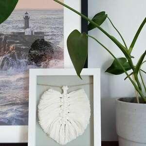 śnieżny delikatny liść w ramce, ramka, plecione liście, styl boho, listki