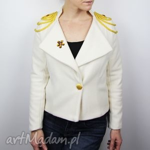 bezowa krotka damska marynarka, damski zakiet, kobieta, marynarka