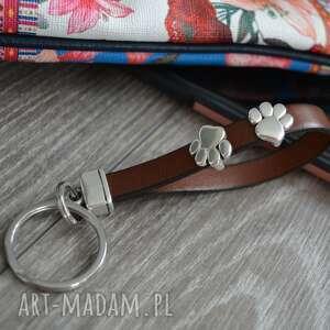 skórzany brelok do kluczy łapy brązowy, kluczy