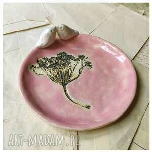 Talerzyk z koprem blady róż ceramika wylegarnia pomyslow