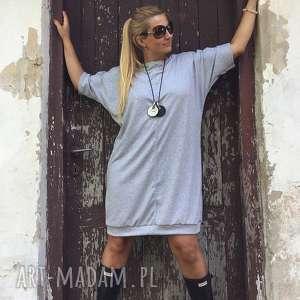 w szarej formie, boho, folk, szara mini, minimalistyczna, dresowa, sukienka