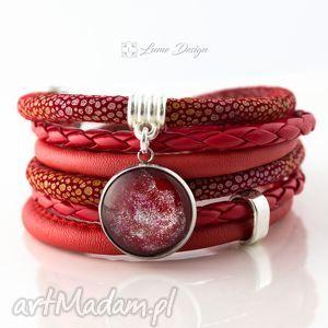 bransoletka z rzemieni red magic, błyszcząca, zwijana, rzemienie, zawieszka, szeroka