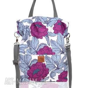 Prostokątna torebka w piękny kwiatowy wzór do noszenia na ramieniu lub skos
