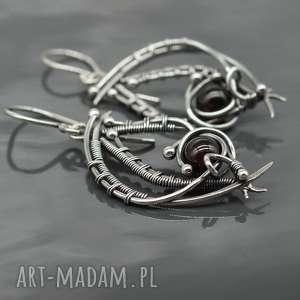srebrne kolczyki z granatami, wire wrapping - srebrne kolczyki, wire wrapping, wiszące