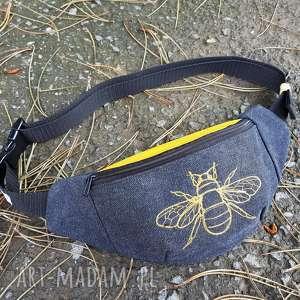 nerka pszczoła - ,nerka,skóra,pszczoła,haft,grafitowa,biodrówka,
