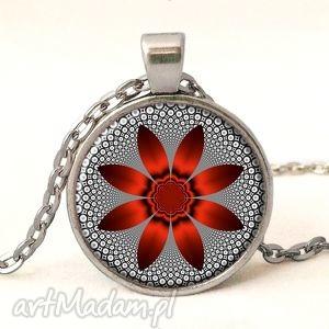 czerwony kwiat - medalion z łańcuszkiem - czarne naszyjniki, romantyczny