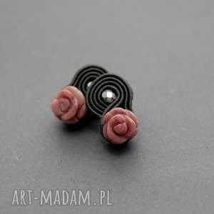 małe kolczyki sutasz z różą, sznurek, eleganckie, róża, małe, kwiat, codzienne