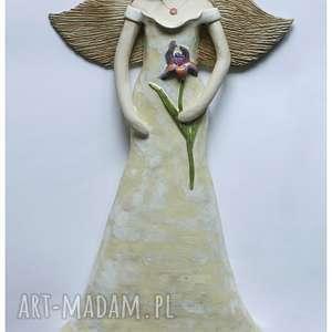 Anioł wiszący ślubny z irysem ceramika wylegarnia pomyslow