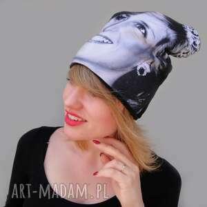 święta, czapka diana, z nadrukiem, twarz, kobieta, czarno białe zdjęcie