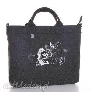 ciemna torba z graficzną różą, trorebka, laptop, filc, haftowana, wiosna, graficzna
