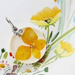 wisiorki żółta hortensja, zawieszka, z żółtym kwiatkiem, żywica, wisiorek