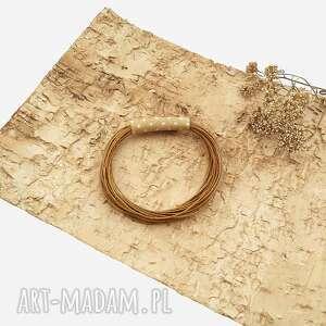 orzechowa broszka w kropki, geometryczna, biżuteria