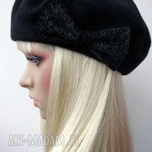 Czarny beret z kokardą, beret, wełna, kokarda, antenka, czapka, modny