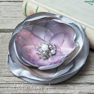 Elegancka broszka kwiatek, prezent dla mamy broszki pracownia