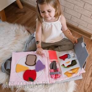 handmade zabawki timosimo - ksiązeczka sensoryczna quiet book dla dziewczynki od