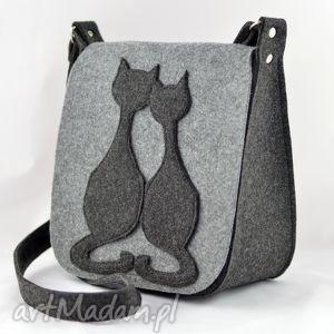 na ramię torebka filcowa- listonoszka - dwa koty, filc, filcowa, listonoszka, koty